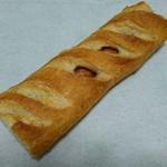 ベーカリーカフェ ラパン - フランスパンにソーセージの入った