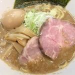 麺屋りゅう - 背脂煮干しそば(鶏 + 鯵煮干し)(アップ) + 味玉