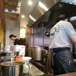 立石担担麺 火のき - 調理場