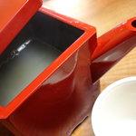 松喜庵 - やや濁りのあるそば湯です。