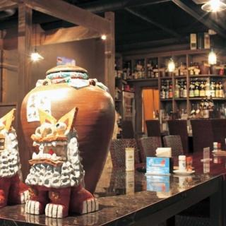 店内に流れる琉球音楽が沖縄空間をより一層引き立てる