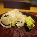手打そば 鎌倉宮前 - 薬味のわさびと刻みねぎアップ