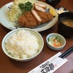 文治郎 - 愛豚とんかつ定食+海老かつ  塩で食べると豚肉の甘みを感じておいしく頂きました! (*´ڡ`●)