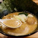麺家 神明 - ほどよくこってり濃厚スープ