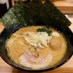 麺家 神明 - 醤油とんこつ熟成味玉のせ
