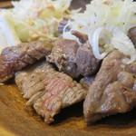 まる豚 - 牛ロースステーキ