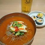 吾照里 - 激辛冷麺と韓国海苔巻き