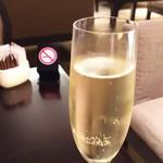 ANAクラウンプラザホテル大阪 ロビーラウンジ - 1607_ANAクラウンプラザ_ロビーラウンジ_スパークリングワイン