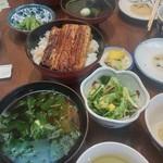 54271281 - 鰻丼1980円。お吸い物、サラダつきです。
