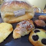 BRIXTON - 伊勢うどん食パン、シナクロ、ダークチェリーデニッシュなど