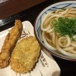 丸亀製麺 - かけうどんに天ぷらをトッピング