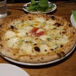 54280994 - 4種チーズのフォルマッジピザ