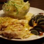 味香苑 - 蒸し鶏、皮蛋、クラゲ