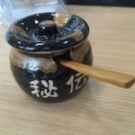 はじめ製麺所 壱 - 秘伝タレ(ラー油ですね)