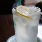 慈雨 - 今回はコーヒーではありません、生絞りのレモンスカッシュです(2016.8.1)
