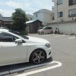 劉 - 駐車場は店舗併設です(2016.7.10)
