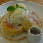 BUTTER&DEL'IMMO BAKERY CAFE - スフレクラシックパンケーキです♪トッピングはハニーバター