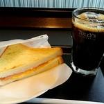 タリーズコーヒー - 料理写真:ホットサンド ハム&スクランブルエッグのドリンクセットです。