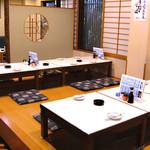 駿河居酒屋 福助 - 掘りごたつ式のテーブルです