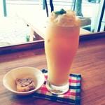 カフェ アオソラ - ミックスジュースフロート