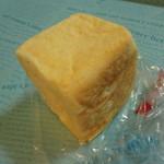 丸十ベーカリー - こしあんとクリームチーズのパン(120円)