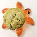 54337726 - 綺麗な緑色の甲羅のカメロンパン
