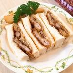 ブルームーン - 料理写真:豚ヒレカツサンドウィッチ(780円)