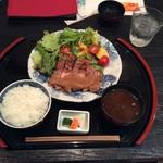 肉料理と大地の恵み ひなた - ヨーグル豚ポークジンジャー定食