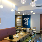 恵比寿 箸庵 - お洒落なカラー・スキーム