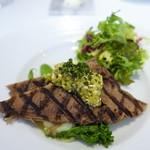 レストラン シャルム - 牛舌のグリルとポテトピューレ  ハーブとピクルスのラヴィゴットソース