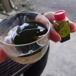 宇治川餅 - 蜜で食べるとろろろわらび餅 抹茶ソース