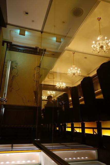 バー クーゲル - そして、階段途中から店内が見えます