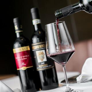 味わいの異なるワインを楽しむ。厳選イタリア産ワインが豊富