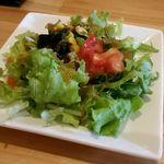 かどた - カツカレーに付いてくるサラダ