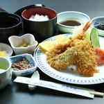 民芸茶房 - ミックスフライ定食(1620円)