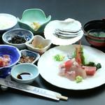 民芸茶房 - さしみ定食(2160円)