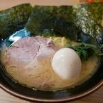 紫蔵 - ラーメン、味玉(700+100:800円)