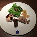 ワインレストラン ドミナス - ほたての低温カルパッチョ・コンビーフのシーザーサラダ・パテドカンパーニュ・桜姫鶏チーズ巻き・砂肝のコンフィ