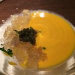 ワインレストラン ドミナス - かぼちゃの冷製スープ・豚足のジュレ・キャビア添え
