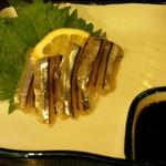 日本酒バル いぶき - きびなご造り。580円