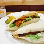 ラ  プッティ  レガーメ  - 2種のパニーニサンドプレート(サラダ、スープ、ドリンク付)¥1000. 月から金限定