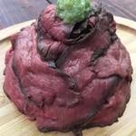 奥多摩リバーサイドカフェ awa - 奥多摩の野山を駆け回る鹿肉(ベニソン)を低温調理しローストベニソンにしました。臭みやくせはなく、ジューシー。奥多摩の特産品のわさびがよく合います。