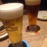 世界のビール博物館 - 奥はハチミツの香るビール。