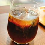 ミュージアムカフェ ぽらす - アイスコーヒー、北大農場のミルクをイン!!