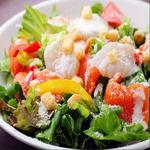 肉×魚×日本酒 照 - 『サーモンと温泉卵のシーザーサラダ』