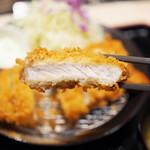 松のや - ロースかつ断面2(ロースかつ&ささみかつ定食)