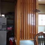 郷土料理 奈辺久 - 座敷席もありますよ。セルフで麦茶も飲めるゼ