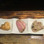 おいで屋 - 料理写真:お通しはコチの唐揚げ、鴨のロースト、鰹のみぞれ和え