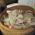 なまはげや - 豚肉せいろむし500円は八幡平ポークを使用