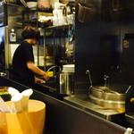 らあめん 広 - 厨房風景